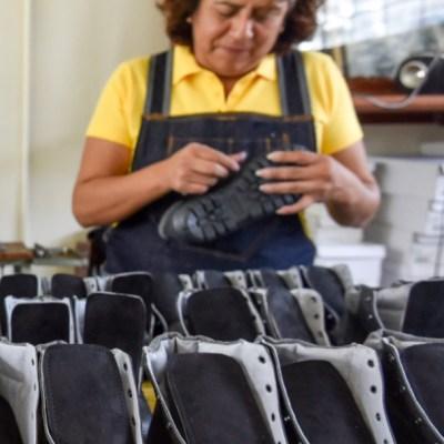 AMLO mantendrá política de aranceles en industria textil y del calzado