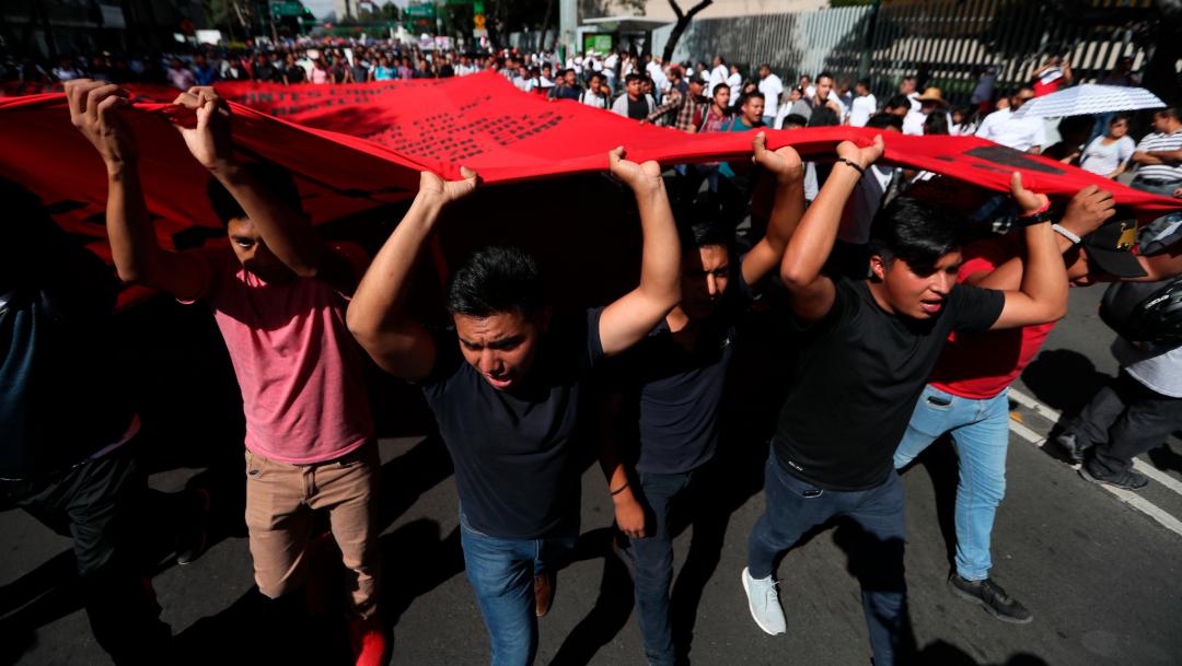 Jóvenes marchan en memoria de las víctimas del 2 de octubre de 1968, 02 octubre del 2019 (AP)