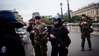 FOTO Apuñalan a policías en una comisaría de París (AP)