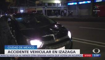 Auto vuelca sobre Izazaga y Simón Bolívar, CDMX