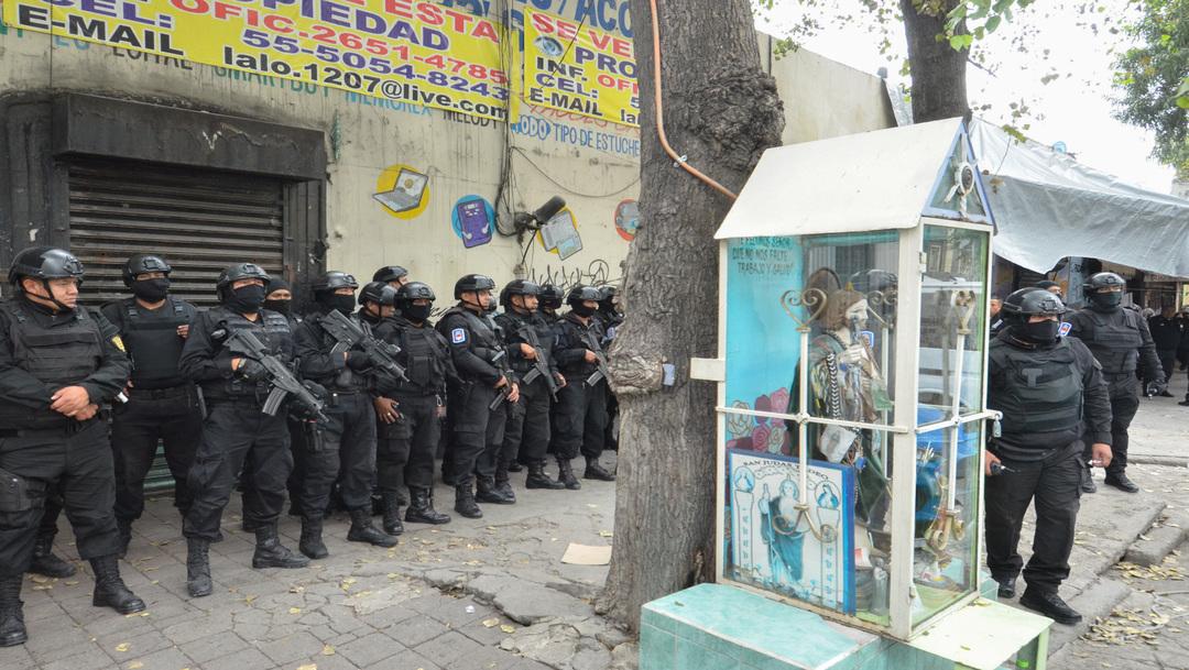 Elementos de la Secretaría de Seguridad Ciudadana, de la Policía de Investigación realizan un operativo contra el narcomenudeo en Tepito.