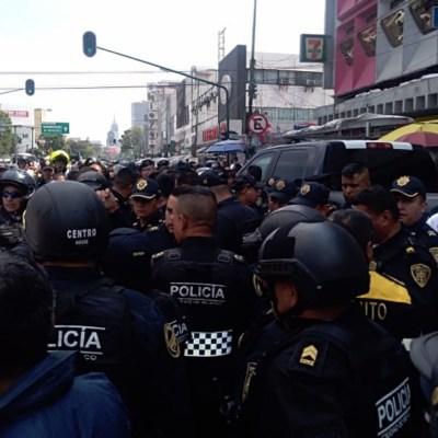 Comerciantes ambulantes agreden a policías federales en CDMX