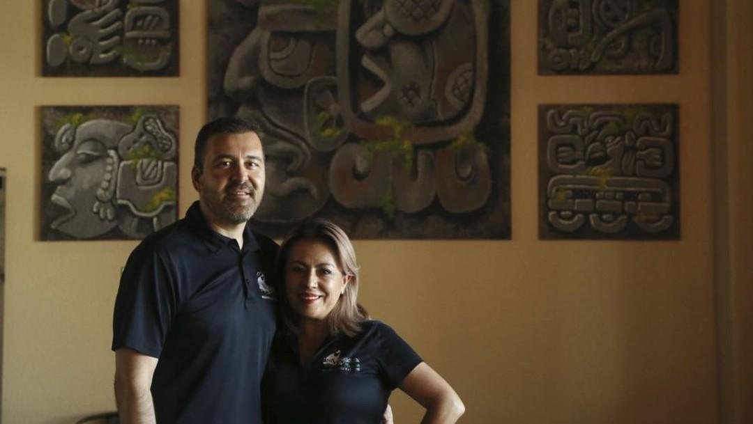 Foto: José y Leticia Gamiz encabezan el negocio Mi Vegana Madre, el 24 de octubre de 2019 (AP)