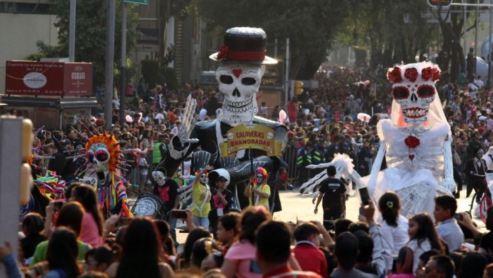 Imagen: Miles de personas presencian el desfile del Día de Muertos en Paseo de la Reforma, el 24 de octubre de 2019 (Foto: Saúl López /Cuartoscuro.com)