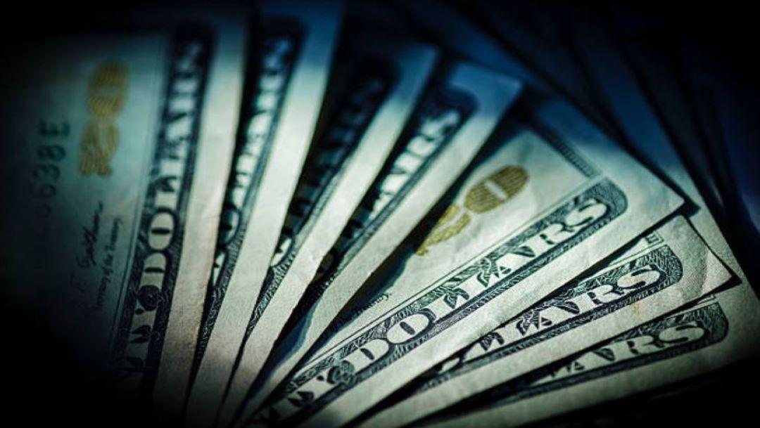 Foto Dólar vuelve al alza, se vende en 19.95 pesos en bancos CDMX