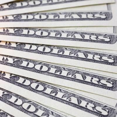 Peso opera a la baja mientras espera anuncios de la Fed