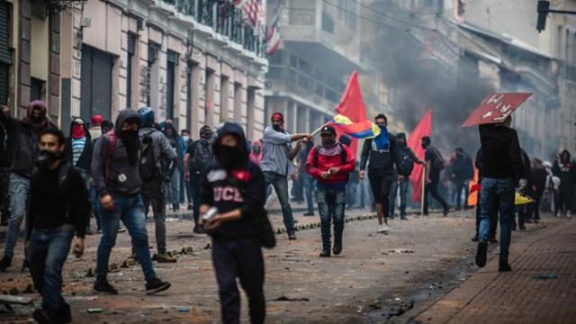 Suspenden reanudación de clases en Ecuador por protestas