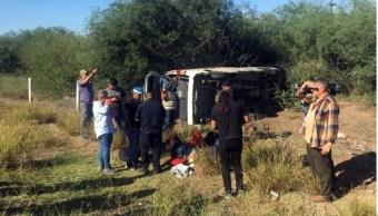 Foto: La camioneta volcó al salir de Etchojoa en Sonora, 26 de octubre de 2019, (Twitter @VilloReyes)