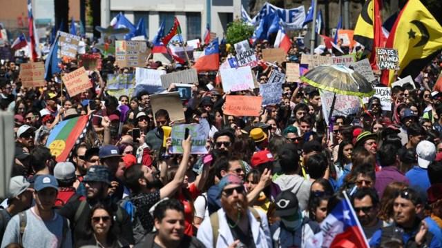 Foto: Las protestas en Chile llevan más de una semana, 25 de octubre de 2019 (EFE)
