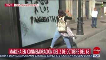 FOTO: Encapuchados lanzan cohetones Palacio Postal marcha 2 octubre