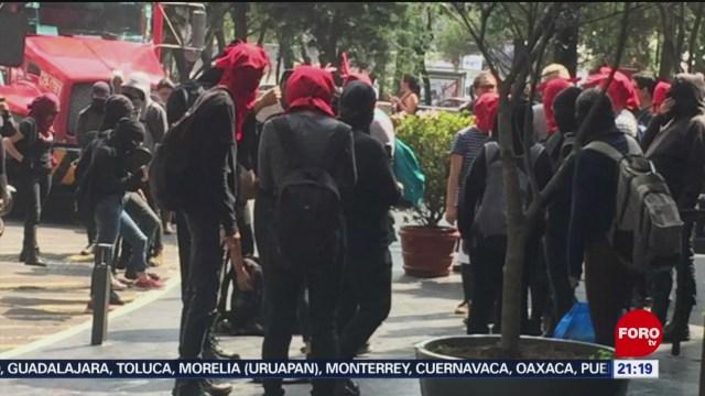 Foto: Encapuchados Vandalizan Embajada Chile Metro Auditorio 30 Octubre 2019