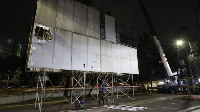 Foto: Retiran anuncio espectacular sobre Av. José Vasconcelos y Juan de la Barrera, 24 octubre 2019