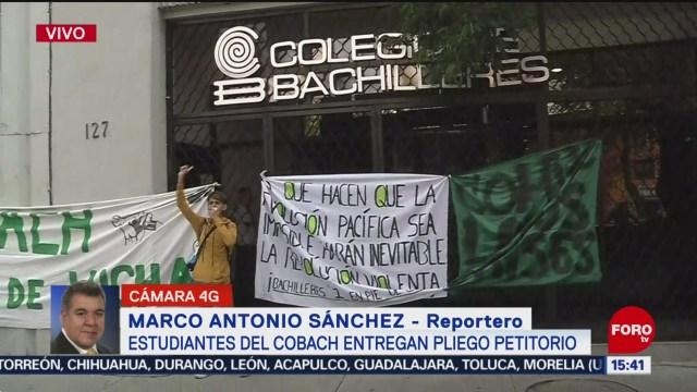 FOTO: Estudiantes Colegio Bachilleres entregan pliego petitorio,
