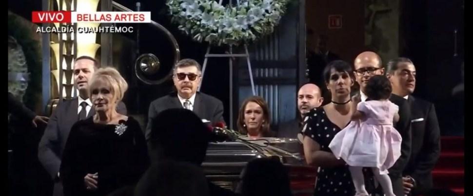 Foto En Vivo La despedida de José José minuto a minuto