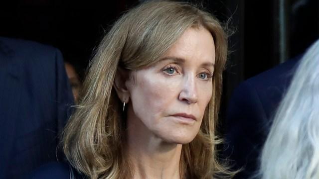 """Foto: La estrella de """"Desperate Housewives"""" se declaró culpable en mayo de fraude y asociación ilícita por pagar a un consultor de admisiones 15.000 dólares, 15 de octubre de 2019 (AP)"""
