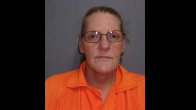 Foto: Belinda Gail Fondren, de 52 años, fue acusada de falsificar documentos públicos