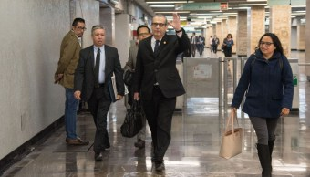 Foto: Miguel Ángel Chico Herrera, diputado de Morena, camina por la estación San Lázaro del Metro. Cuartoscuro