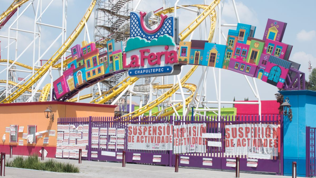 Foto: Colocan sellos de suspensión en la entrada de la Feria de Chapultepec. Cuartoscuro