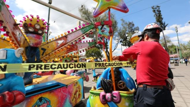 Foto: Protección Civil acordonó los juegos mecánicos de la Feria de Tacubaya. Twitter/@vromog