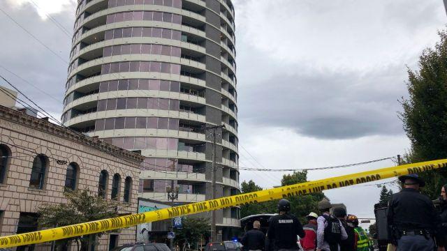 Foto: Policías acordonaron un edificio de apartamentos en Vancouver, en Washington, Estados Unidos. AP
