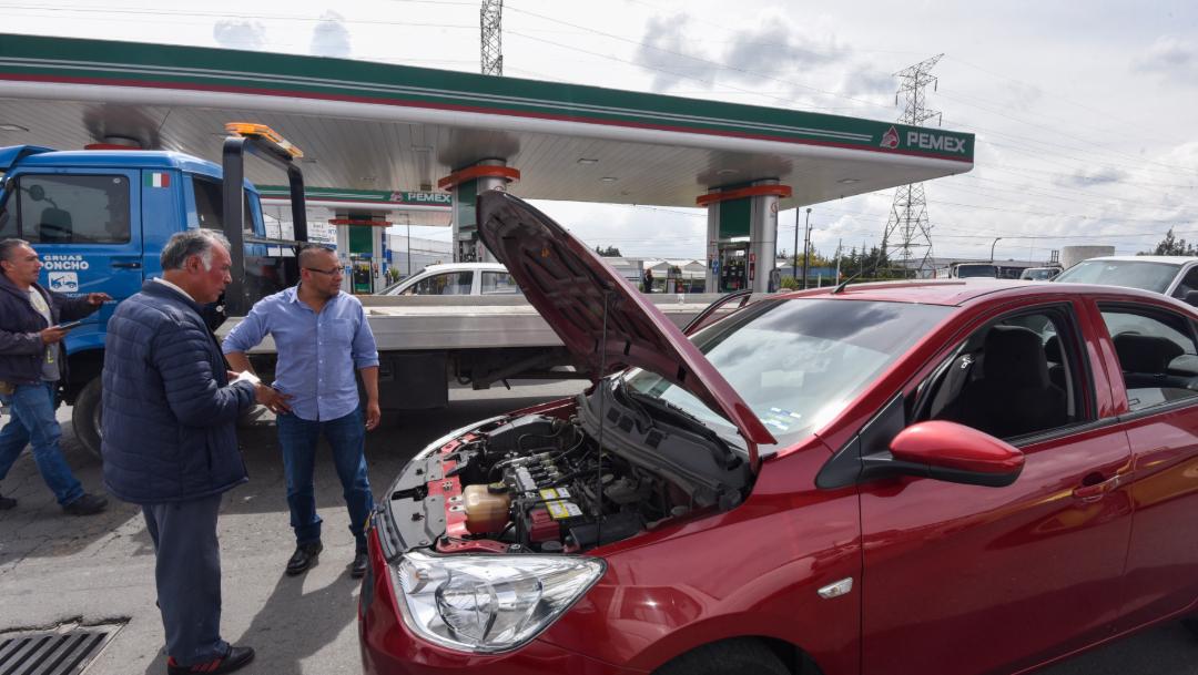 FOTO Estación que expendió gasolina con agua tendrá que reparar al menos 30 autos (Cuartoscuro)
