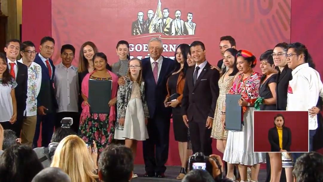 Foto: Gobierno de AMLO entrega Premio Nacional de la Juventud 2019, 21 de octubre de 2019, Ciudad de México