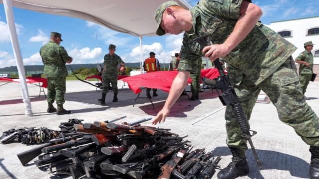 Imagen:El secretario ejecutivo del Sistema Nacional de Seguridad Pública dijo que la intención es que cada año se lleve a cabo una licitación para la compra de armas y municiones