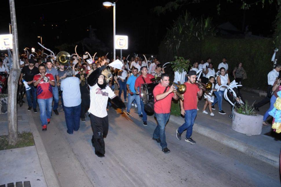 Foto Habitantes de Culiacán hacen callejoneada blanca por la paz