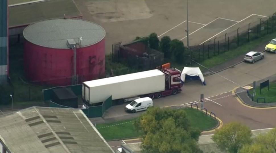 Foto Hallan 39 cuerpos dentro de un camión en Essex