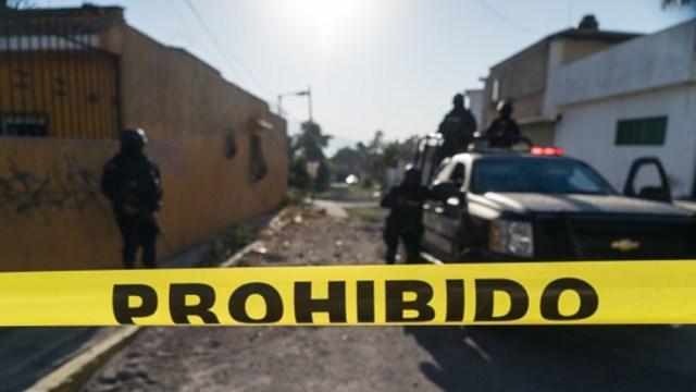 Foto: Vecinos de la calle Roble fueron los primeros que descubrieron dichos cadáveres que corresponden a dos hombres y una mujer, 19 de octubre de 2019 (Getty Images, archivo)