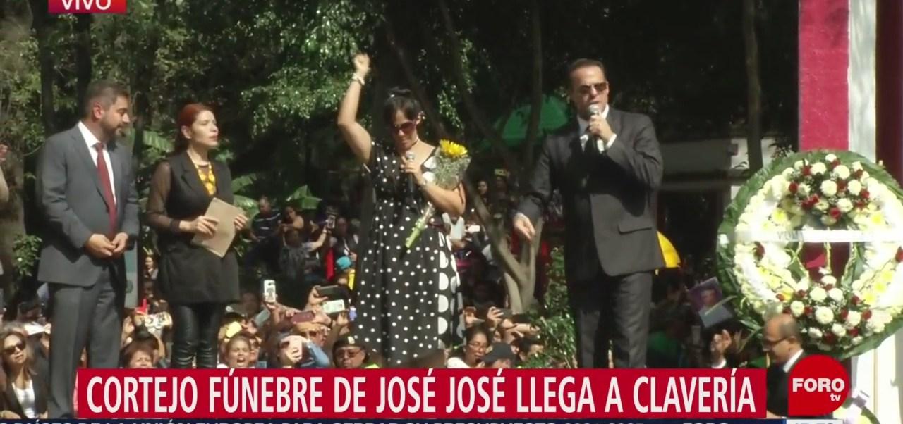 FOTO: Hijos José José Anel Son Ovacionados Colonia Clavería