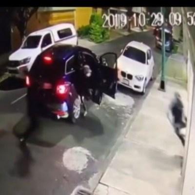 Video: Hombre atropella a delincuentes que lo intentan asaltar