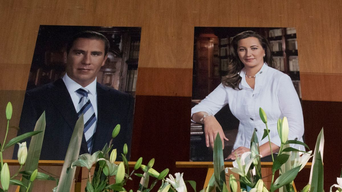 Homenaje a Martha Erika Alonso y Moreno Valle