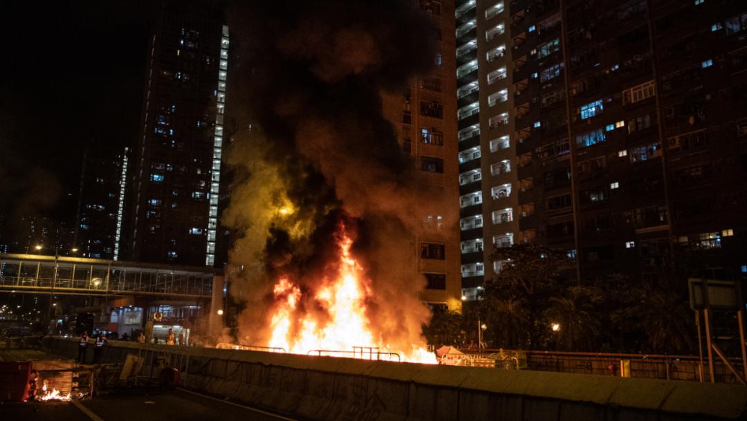 Foto: Destrozos y enfrentamientos con la Policía es el resultado de la caótica noche-madrugada que se vivió en Hong Kong, 5 octubre 2019
