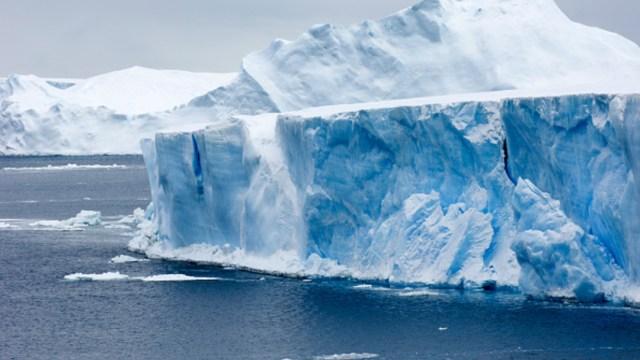 Imagen: La División Antártica, del departamento de Ambiente y Energía del gobierno de Australia dio a conocer este martes el desprendimiento del gigante iceberg, 1 de octubre de 2019 (Getty Images, archivo)
