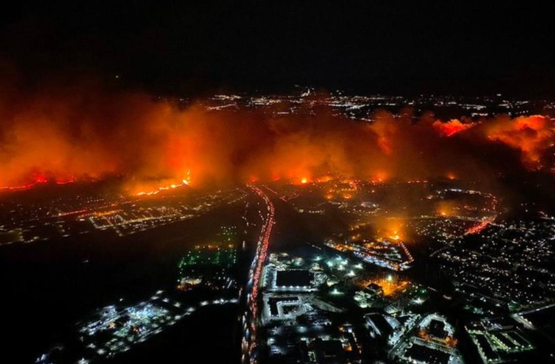 Foto: Miles de residentes del norte del condado de Los Ángeles fueron evacuados por un incendio, 11 octubre 2019