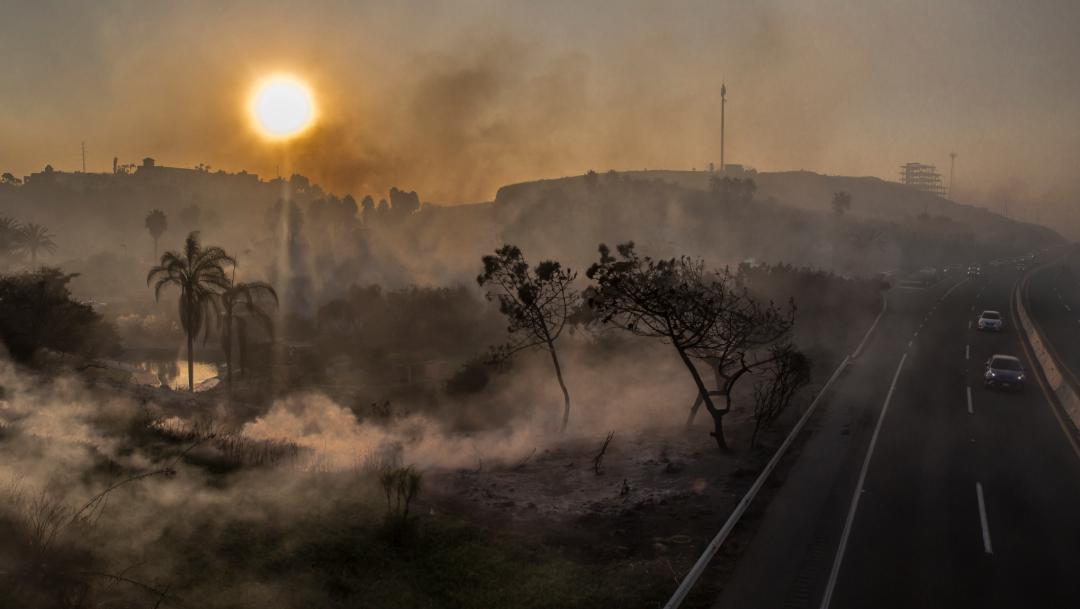 Foto: El humo provocado por los incendios dificulta el tránsito en las carreteras del estado, 25 de octubre de 2019 (OMAR MARTÍNEZ /CUARTOSCURO.COM)