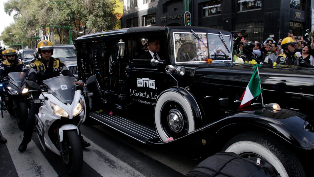 FOTO Carroza fúnebre traslada cenizas de José José a Bellas Artes (Cuartoscuro/Victoria Valtierra)