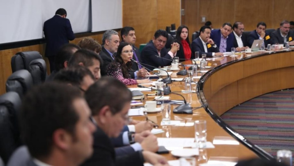 Foto La diputada Laura Rojas recibe a alcaldes que protestaron frente a Palacio Nacional