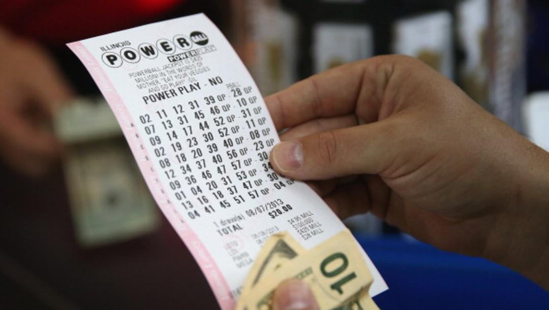 Imagen: Ronnie Foster de Pink Hill, Carolina del Norte, compró el boleto de lotería justo antes de ir al centro médico, 28 de octubre de 2019 (Getty Images, archivo)