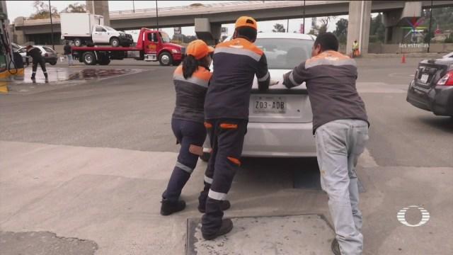 Foto: Autos Varados Cargar Gasolina Agua Ocoyoacán Edomex 22 Octubre 2019