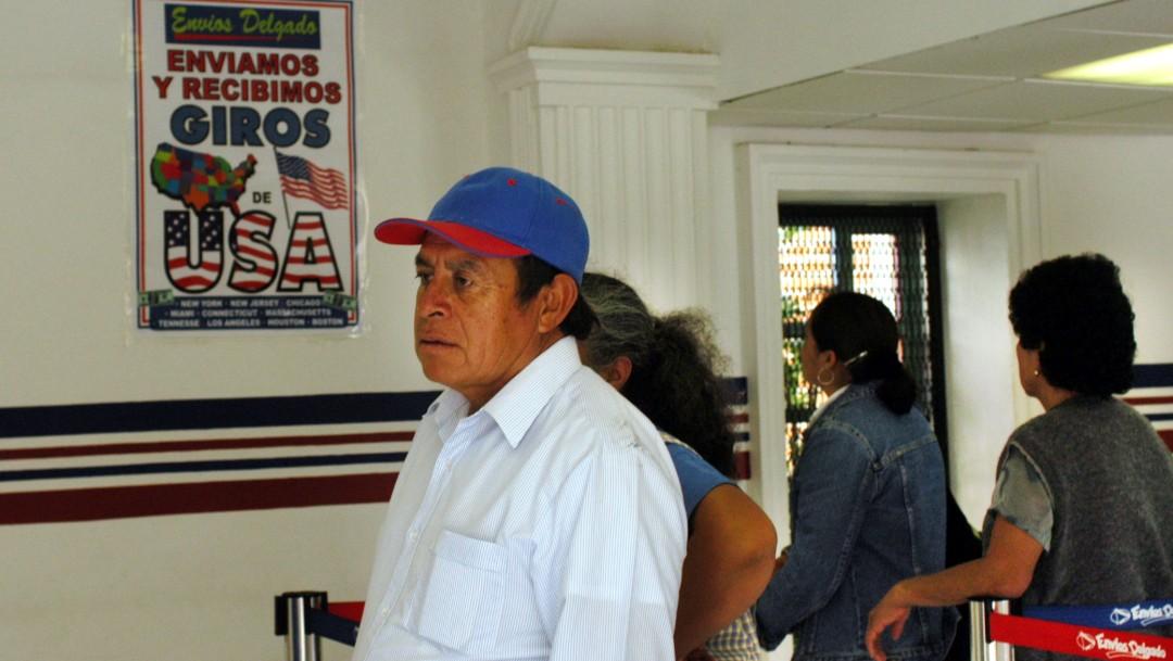 Foto: Recibo de remesas en México, 27 de octubre de 2003, México
