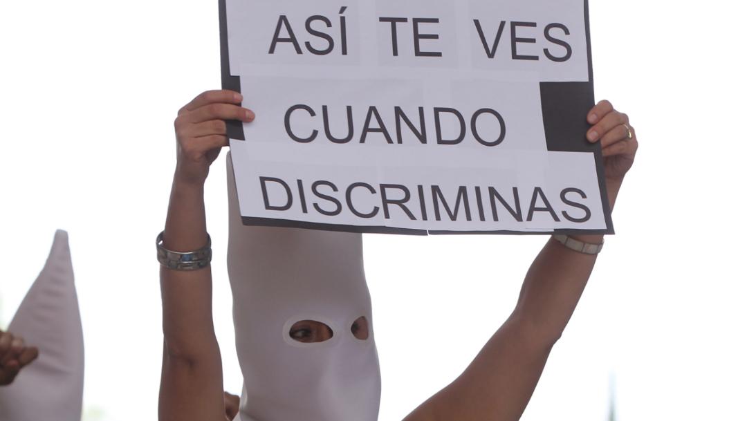 FOTO Nuevo León aprueba polémica ley de objeción de conciencia; en la imagen, una protesta contra el voto del Congreso estatal (EFE)