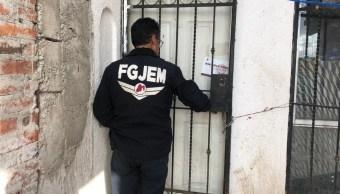 Foto: En una primera acción, los investigadores catearon un inmueble en el Barrio de Santiago, Primera Sección, en Zumpango, donde localizaron 31 dosis de metanfetaminas y seis pipas de vidrio