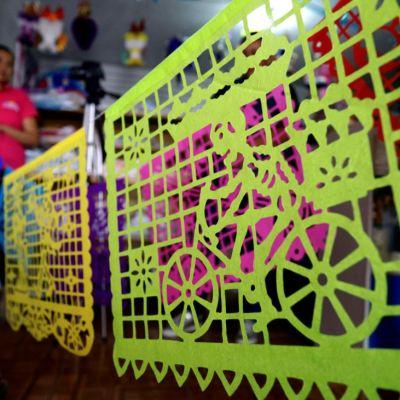 Papel picado, tradición para festejos de Día de Muertos en México