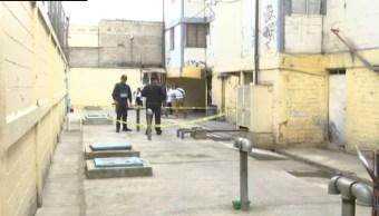 """Foto: Al punto arribaron paramédicos del Escuadrón de Rescate y Urgencias Médicas, quienes diagnosticaron la muerte del hombre al que apodaban """"El Monas"""" de 35 años de edad, 5 de octubre de 2019 (Noticieros Televisa)"""