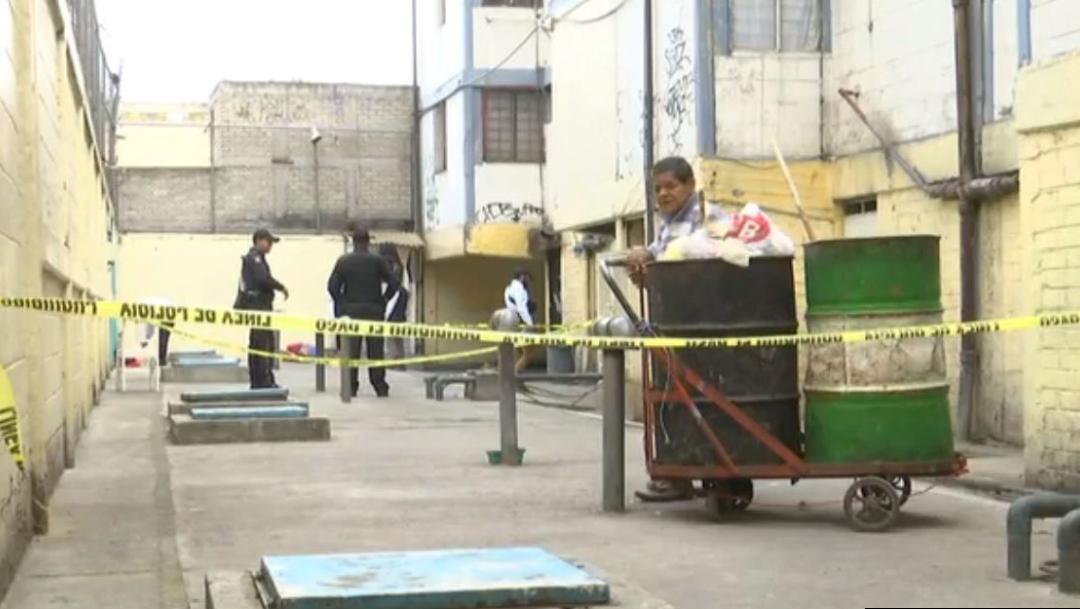Foto: Los policías acordonaron la zona donde quedaron los cuerpos y dieron conocimiento a la Agencia del Ministerio Público, 5 de octubre de 2019 (Noticieros Televisa)