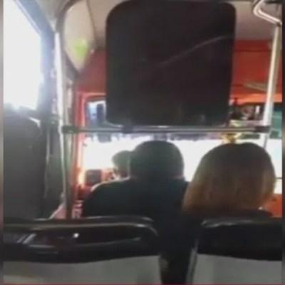 VIDEO: Chofer de microbús insulta y amenaza a pasajeros en CDMX