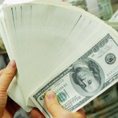 Dólar casi plano tras proyecciones del FMI; se vende en 19.24 pesos
