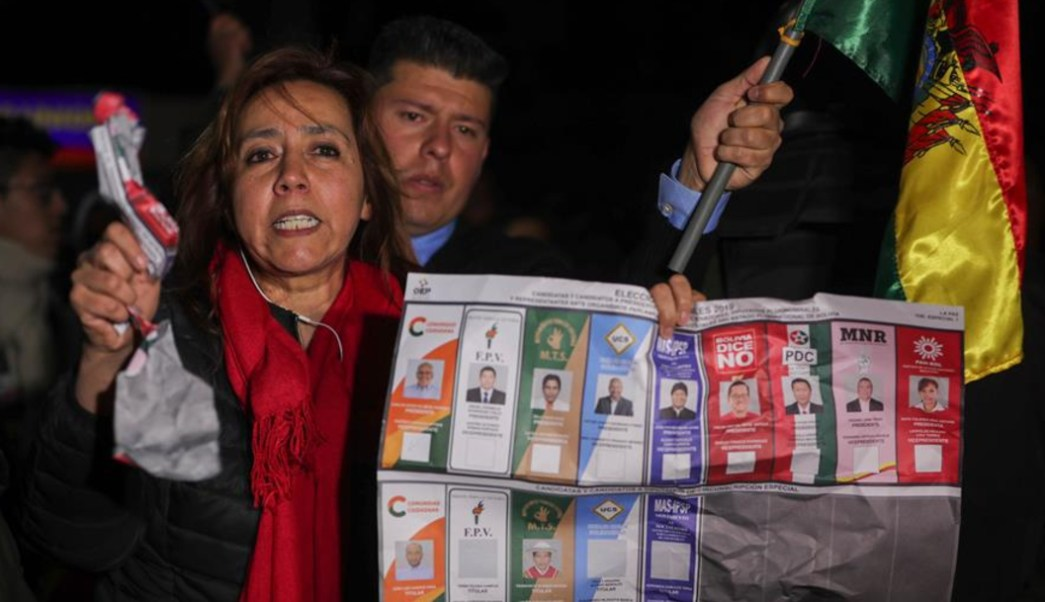 Foto: El ministro de Gobierno, Carlos Romero, responsabilizó a Mesa por la violencia, después que éste denunciara un presunto fraude y llamara a desconocer los resultados, 22 de octubre de 2019 (EFE)